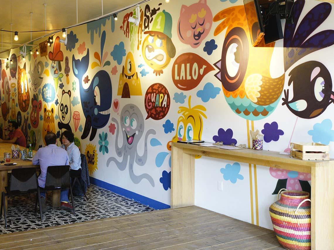 Lalo!, una mesa comunal, graffiti y un brunch inolvidable
