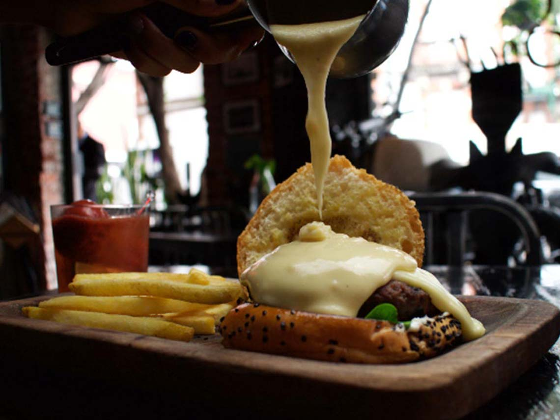 Soul La Roma: Hamburguesa bañada en fondue de queso | Dónde Ir