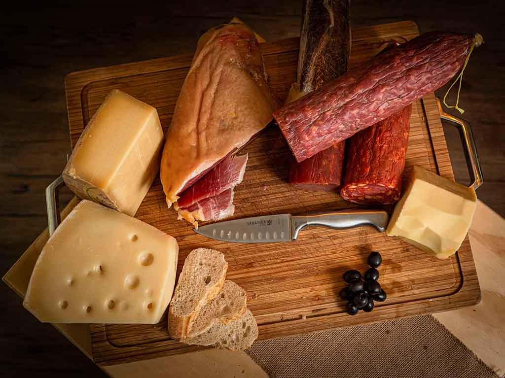La Fiambrería: tienda gourmet de quesos, vinos y embutidos