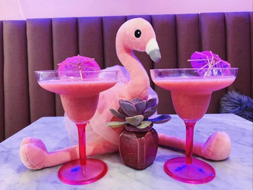 Flamingo Caffe, la cafetería en donde los miércoles se visten de rosa